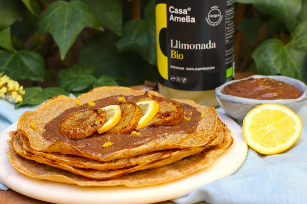 Crepes dulces de limón con crema de chocolate y pera