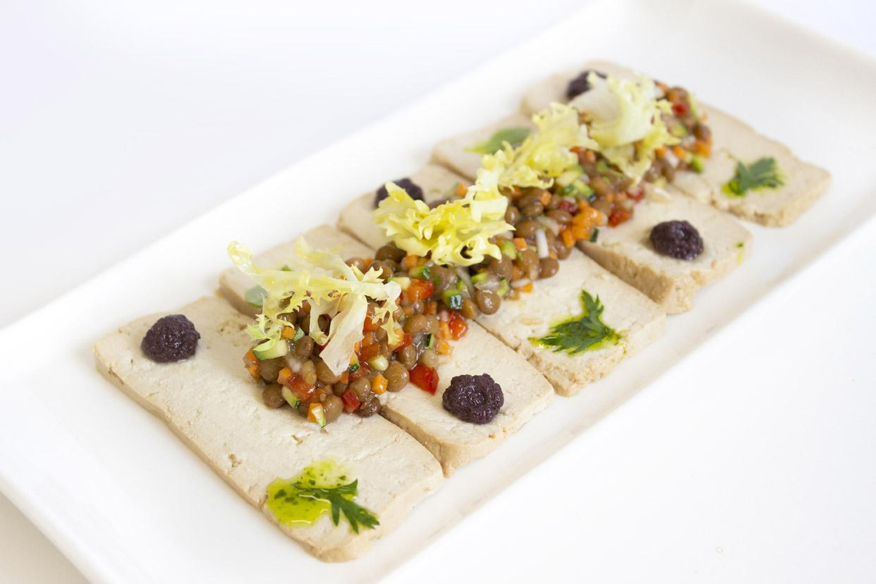Carpaccio de Tofu con Lentejas